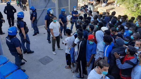 Migranci na Lampeduzie - Sputnik Polska