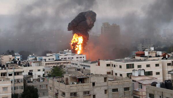 Izrael dokonuje nalotów na Gazę - Sputnik Polska