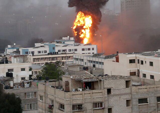 Izrael dokonuje nalotów na Gazę.