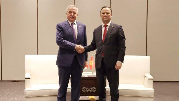 Ministrowie spraw zagranicznych Tadżykistanu i Kirgistanu Sirodżidin Muchriddin i Rusłan Kazakbajew podczas spotkania w chińskim Xi'anie - Sputnik Polska