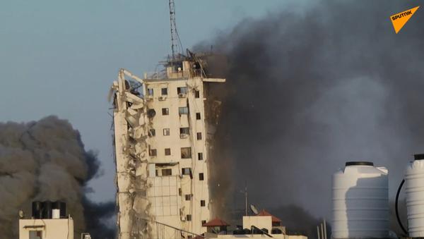 W Strefie Gazy runął wieżowiec Al Sharuk  - Sputnik Polska