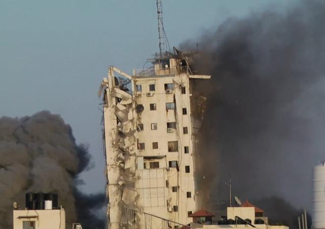 W Strefie Gazy runął wieżowiec Al Sharuk