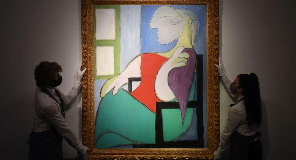 """Obraz Pabla Picassa """"Kobieta siedząca przy oknie (Marie-Therese)"""" został sprzedany przez ton aukcyjny Christie's w Nowym Jorku za 103,4 miliona dolarów"""