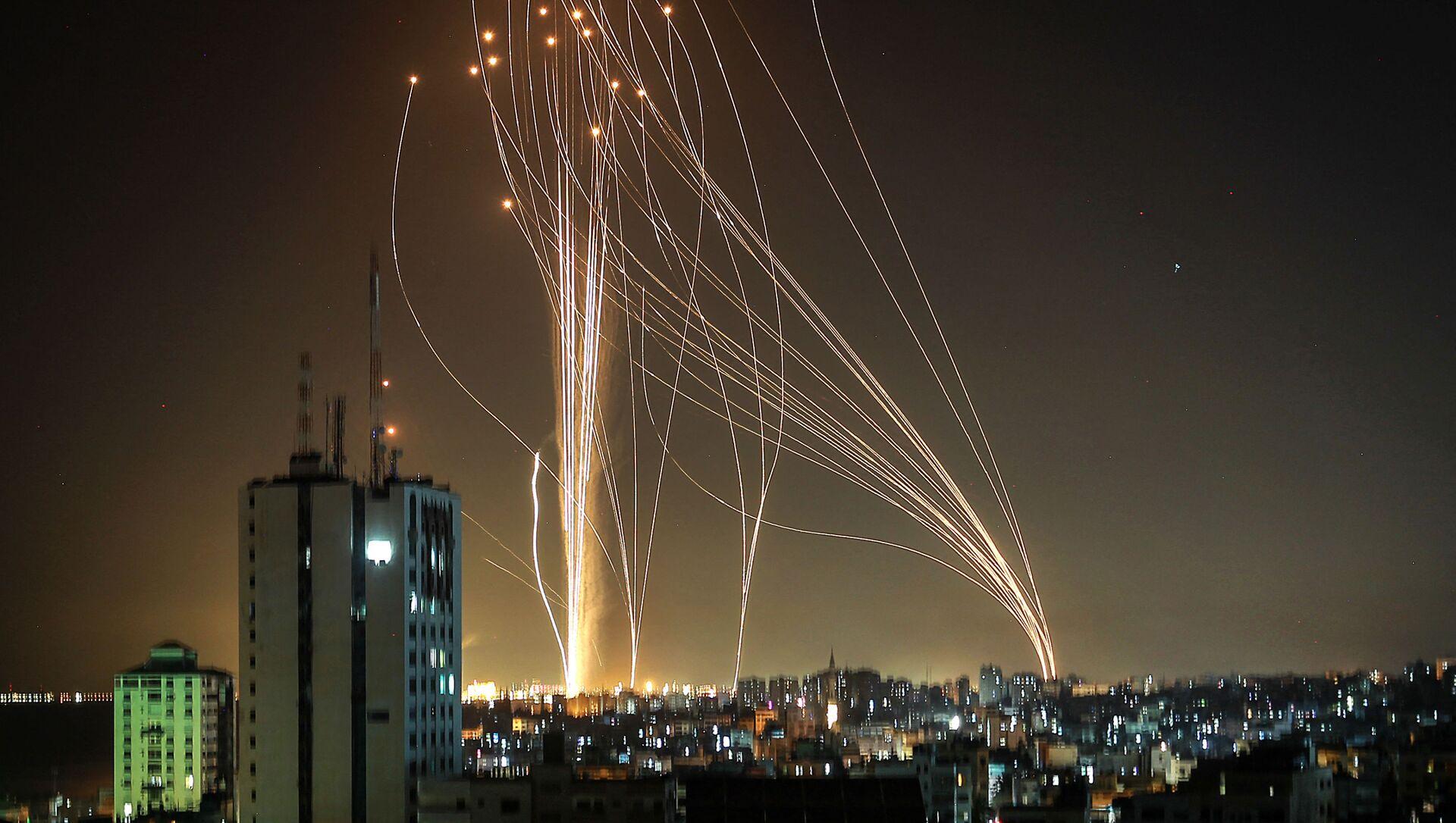 Pociski wystrzeliwane z miasta Gaza kontrolowanego przez palestyński ruch Hamas - Sputnik Polska, 1920, 14.05.2021