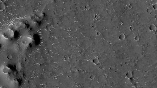 Chińska sonda Tianwen-1 z łazikiem o nazwie Zhurong wylądowała na powierzchni Marsa. - Sputnik Polska