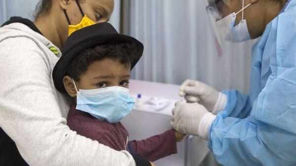 Test na koronawirusa u dziecka - Sputnik Polska
