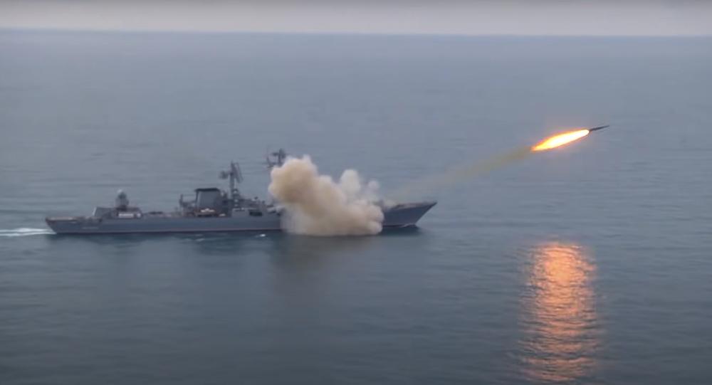 Krążownik rakietowy z rakietą Wulkan