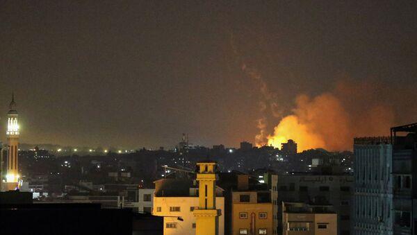 Naloty izraelskich sił powietrznych na obiekty w Strefie Gazy. - Sputnik Polska