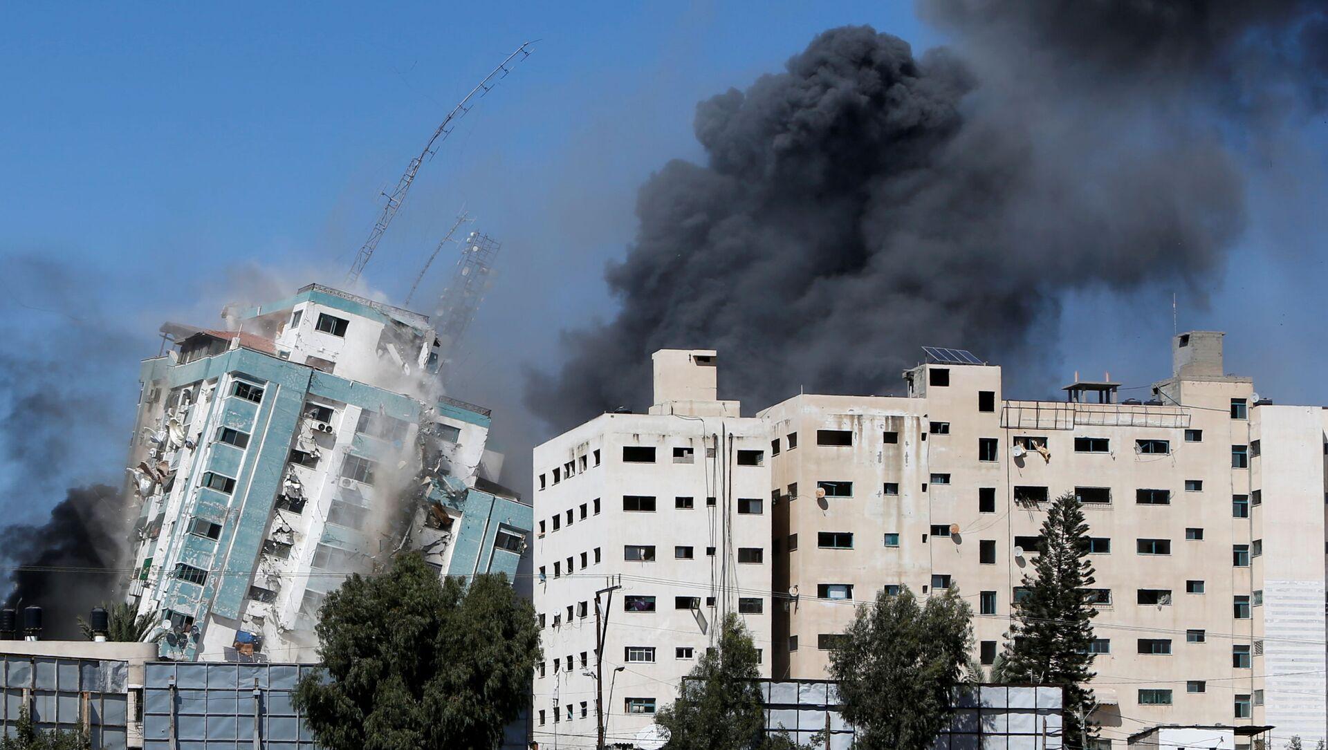 Izrael zbombardował siedzibę AP i innych mediów w Gazie - Sputnik Polska, 1920, 17.05.2021