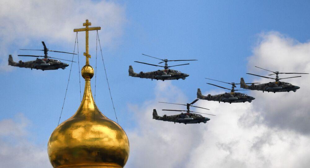 helikoptery Ka-52 Alligator podczas próby generalnej parady z okazji 76. rocznicy zwycięstwa w Wielkiej Wojnie Ojczyźnianej w Moskwie.