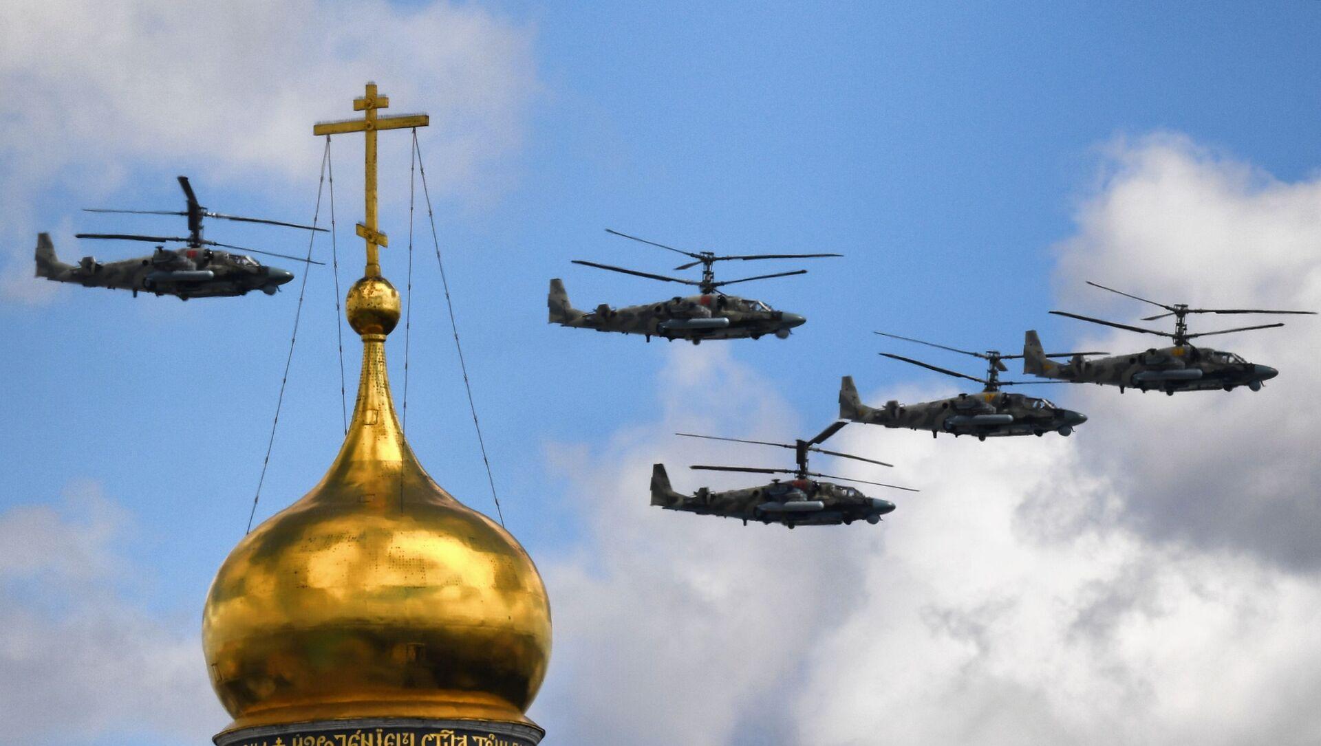 Helikoptery Ka-52 Alligator podczas próby generalnej parady z okazji 76. rocznicy zwycięstwa w Wielkiej Wojnie Ojczyźnianej w Moskwie. - Sputnik Polska, 1920, 19.05.2021