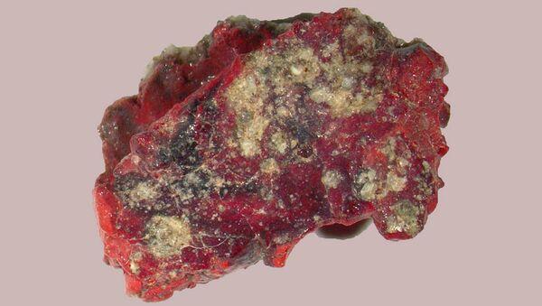 Trynityt -  szkliwo powstałe z ziaren piasku stopionych podczas wybuchu ładunku jądrowego. - Sputnik Polska