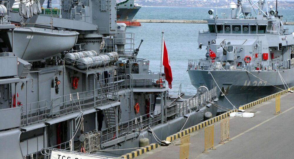 Turecki flagowy okręt szkoleniowy A577 TCG Sokullu Mehmet Pasa w porcie w Odessie
