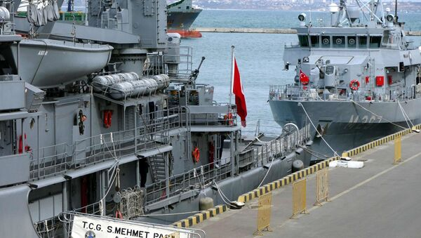 Turecki flagowy okręt szkoleniowy A577 TCG Sokullu Mehmet Pasa w porcie w Odessie - Sputnik Polska