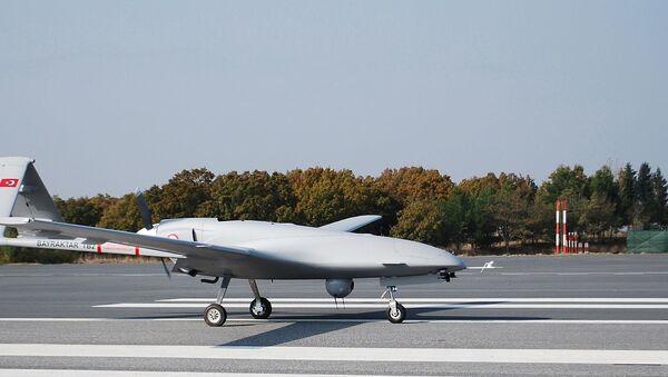Tureckich dron uderzeniowy Bayraktar TB2 - Sputnik Polska