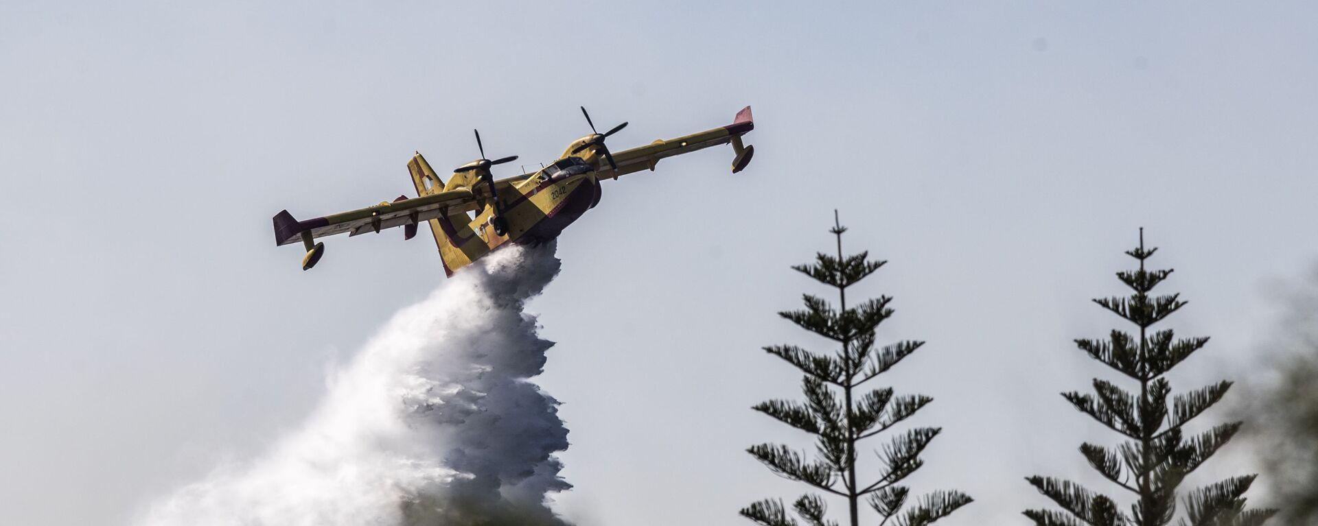 Gaszenia potężnego pożaru lasu w Grecji. - Sputnik Polska, 1920, 08.08.2021