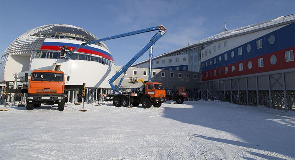 Rosyjska baza wojskowa Arktyczny trójliść na wyspie Ziemia Aleksandra.