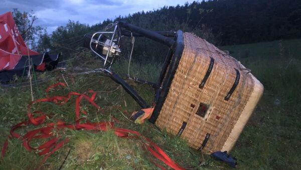 W obwodzie chmielnickim na Ukrainie na ziemię spadł balon, w którego koszu byli ludzie. - Sputnik Polska