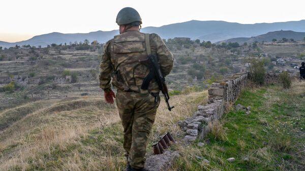 Azerbejdżański żołnierz w Górskim Karabachu. Zdjęcie archiwalne. - Sputnik Polska