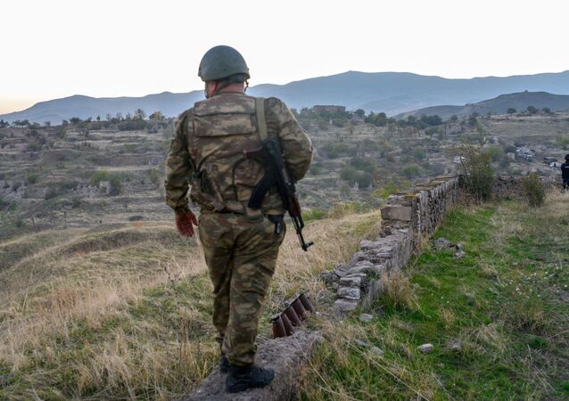 Azerbejdżański żołnierz w Górskim Karabachu. Zdjęcie archiwalne.