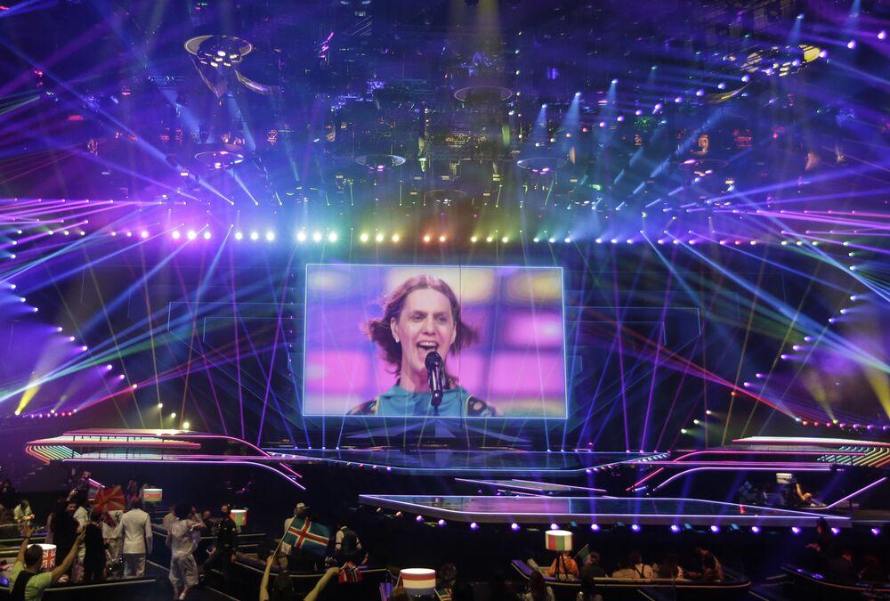 Zespół Daði og Gagnamagnið podczas finału 65. Konkursu Piosenki Eurowizji w Rotterdamie