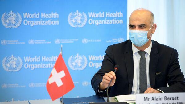 Członek Rady Federalnej i minister spraw wewnętrznych Szwajcarii Alain Berset na konferencji prasowej w Genewie - Sputnik Polska