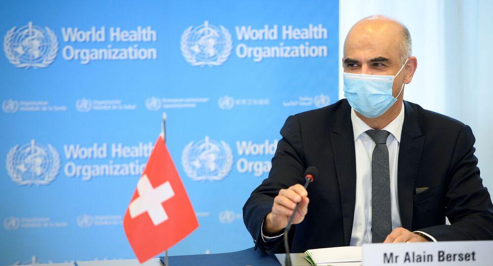 Członek Rady Federalnej i minister spraw wewnętrznych Szwajcarii Alain Berset na konferencji prasowej w Genewie