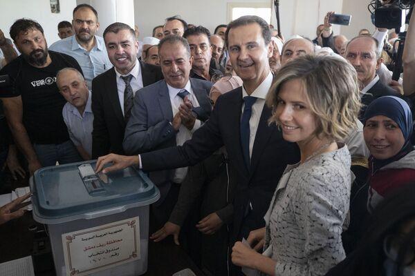 Prezydent Syrii Baszar al-Asad podczas wyborów prezydenckich w Syrii - Sputnik Polska