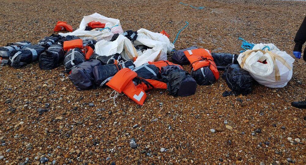 Kokaina, którą morze wyrzuciło na wybrzeżu Sussex w Anglii