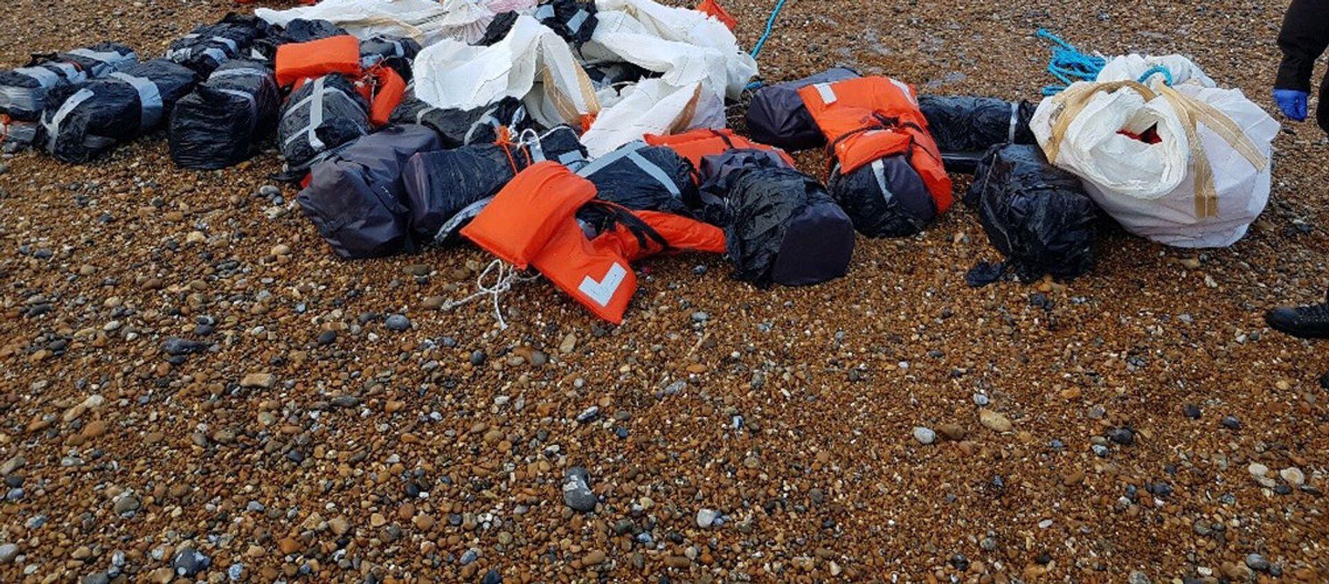 Kokaina, którą morze wyrzuciło na wybrzeżu Sussex w Anglii - Sputnik Polska, 1920, 26.05.2021