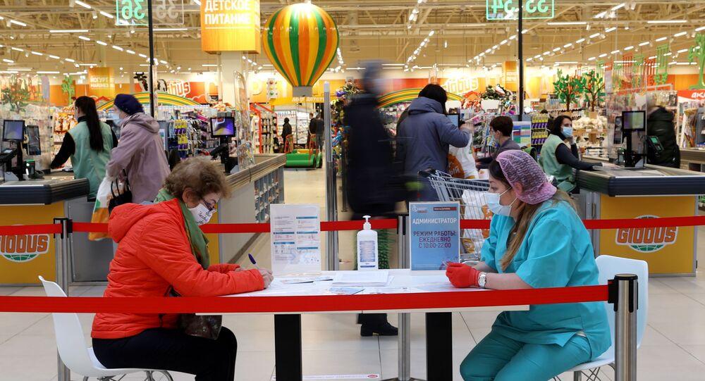 Punkt szczepień w supermarkecie Globus w Moskwie