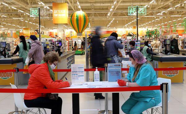 Punkt szczepień w supermarkecie Globus w Moskwie - Sputnik Polska