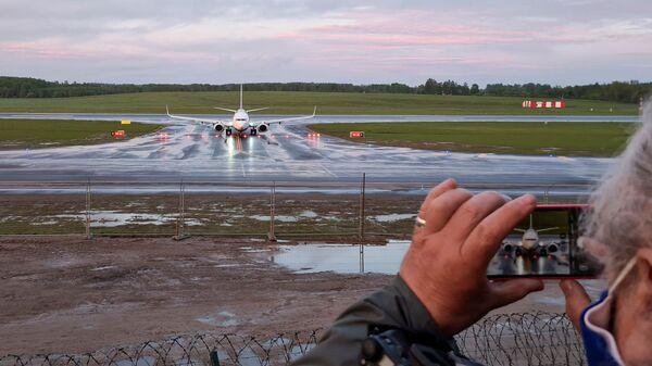 Samolot linii lotniczej Ryanair na lotnisku w Wilnie - Sputnik Polska