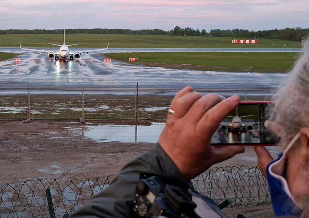 Samolot linii lotniczej Ryanair na lotnisku w Wilnie