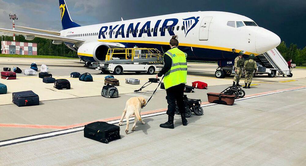 Samolot linii lotniczych Ryanair na lotnisku w Mińsku