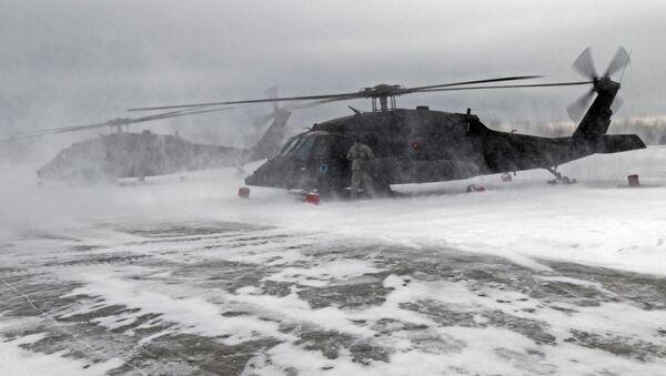 Śmigłowce UH-60 Gwardii Narodowej Alaski.  - Sputnik Polska