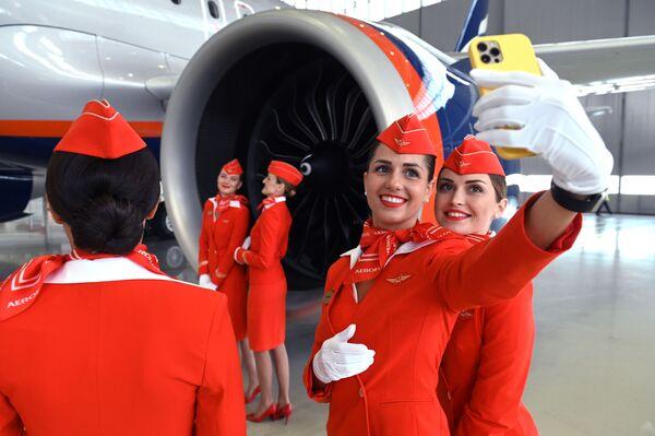 Stewardessy linii lotniczych Aeroflot podczas prezentacji nowego typu samolotu Airbus A321 / 320neo - Sputnik Polska