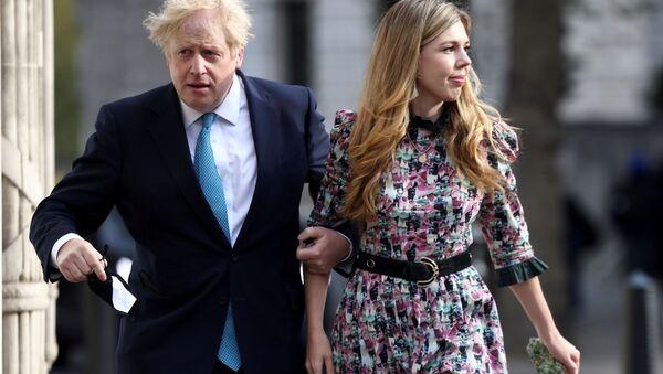 Boris Johnson poślubił Carrie Symonds. - Sputnik Polska