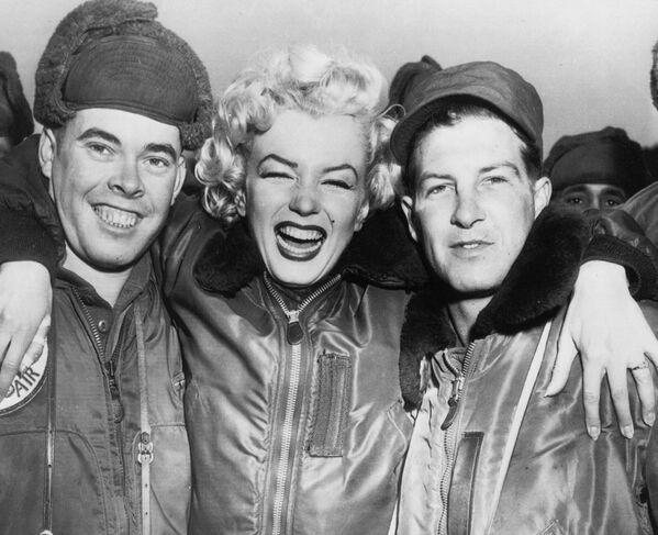 Marilyn Monroe i amerykańscy żołnierze w Korei - Sputnik Polska