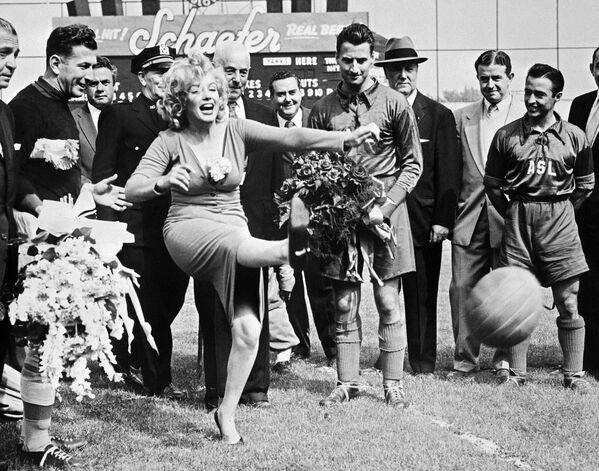 Marilyn na stadionie D'Ebbets Field w Brooklyn - Sputnik Polska