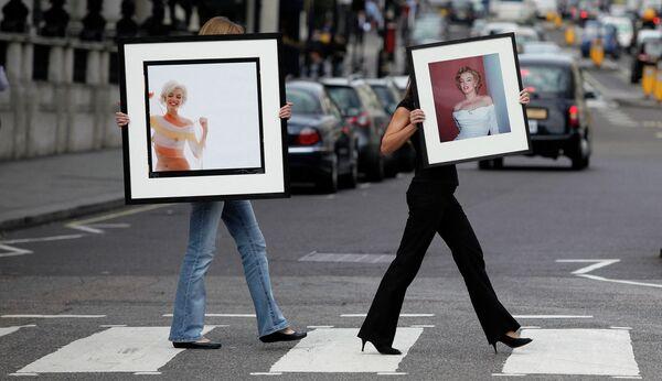 Ostatnie zdjęcia Marilyn, wykonane przez Berta Sterna (po lewej) i Harolda Lloyda (po prawej) - Sputnik Polska
