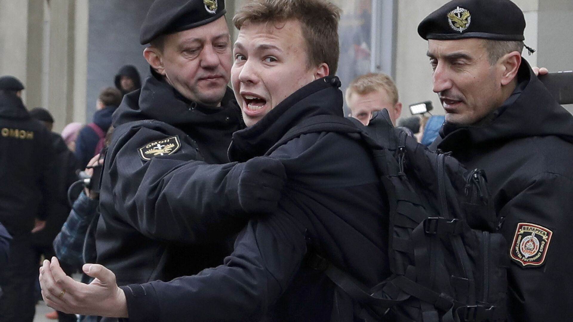 Policja zatrzymuje dziennikarza Ramana Pratasiewicza w Mińsku, Białoruś - Sputnik Polska, 1920, 02.06.2021