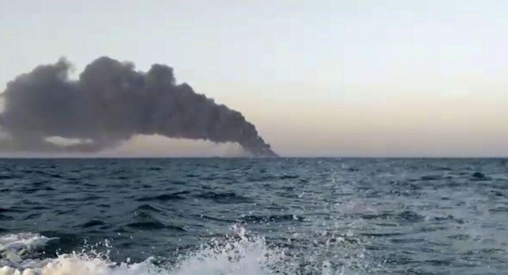 Płonący okręt Kharg