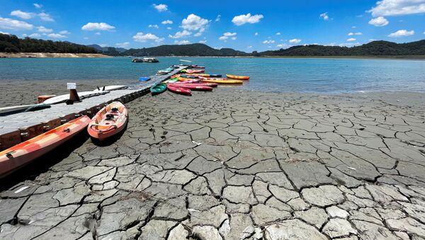 Wysychające jezioro na Tajwanie - Sputnik Polska