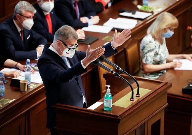 Premier Czech Andrej Babiš przemawia na posiedzeniu parlamentu w Pradze