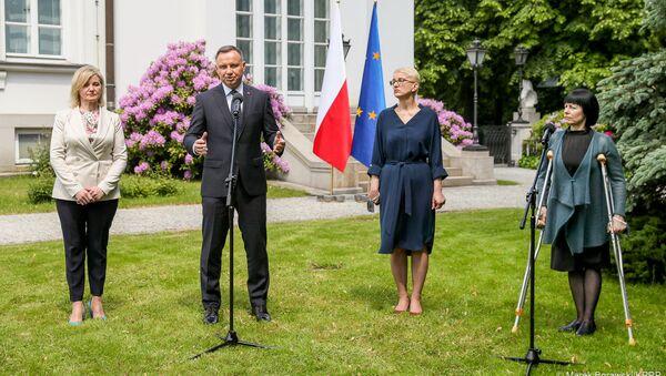 Prezydent Andrzej Duda spotkał się z przedstawicielkami polskiej mniejszości narodowej na Białorusi: Ireną Biernacką, Anną Paniszewą i Marią Ciszkowską - Sputnik Polska