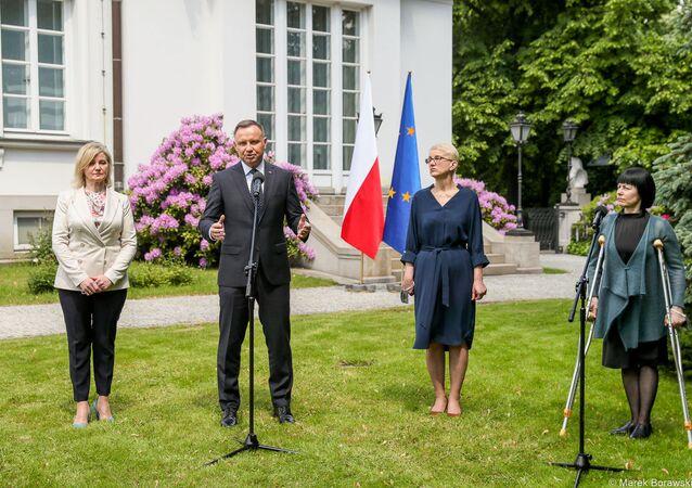 Prezydent Andrzej Duda spotkał się z przedstawicielkami polskiej mniejszości narodowej na Białorusi: Ireną Biernacką, Anną Paniszewą i Marią Ciszkowską