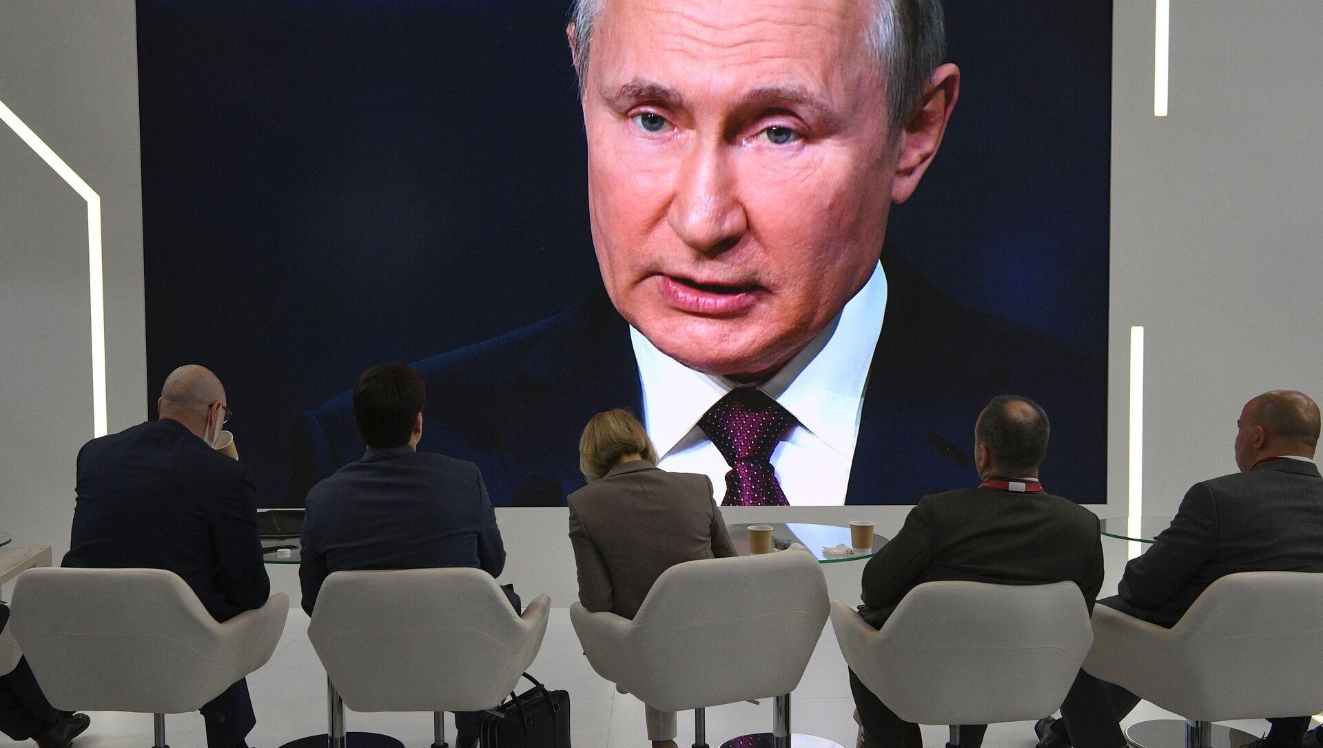 Prezydent Rosji uczestniczy w Międzynarodowym Forum Ekonomicznym w Petersburgu - Sputnik Polska, 1920, 04.06.2021