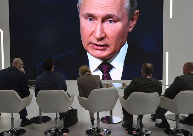 Prezydent Rosji uczestniczy w Międzynarodowym Forum Ekonomicznym w Petersburgu