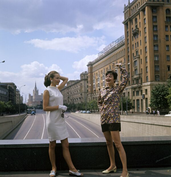 Polskie aktorki Barbara Brylska (z lewej) i Anna Prucnal podczas 5. Moskiewskiego Międzynarodowego Festiwalu Filmowego, 1967 rok  - Sputnik Polska